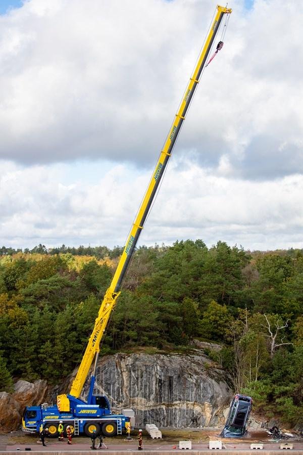 Regardez comment Volvo Cars fait subir à des voitures neuves des chutes de 30 mètres pour aider les services de secours à sauver des vies
