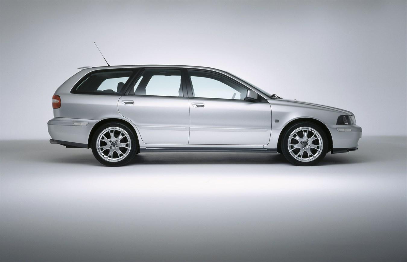 2004 V70 25t Titanium Edition And S40 V40 Limited Sport Editions Volvo V4 0 Wagon Car Usa Newsroom