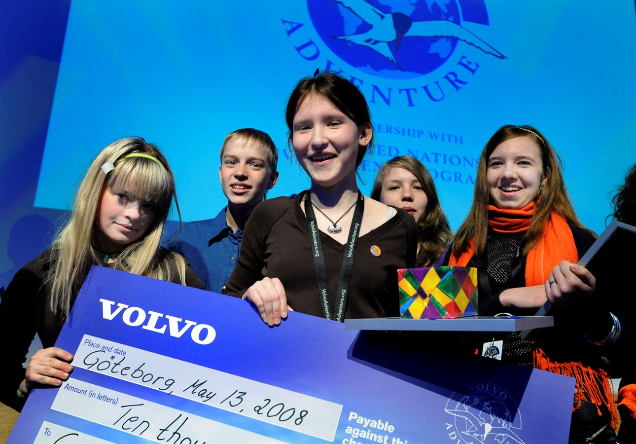 Volvo congratulates all women with the release of the new generation XC60 13
