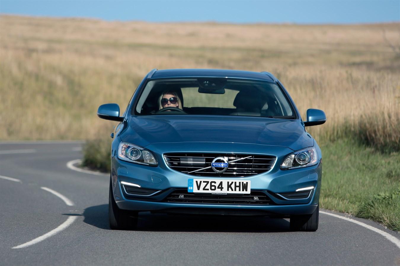 front three quarter dynamic image of the volvo v60 d6. Black Bedroom Furniture Sets. Home Design Ideas