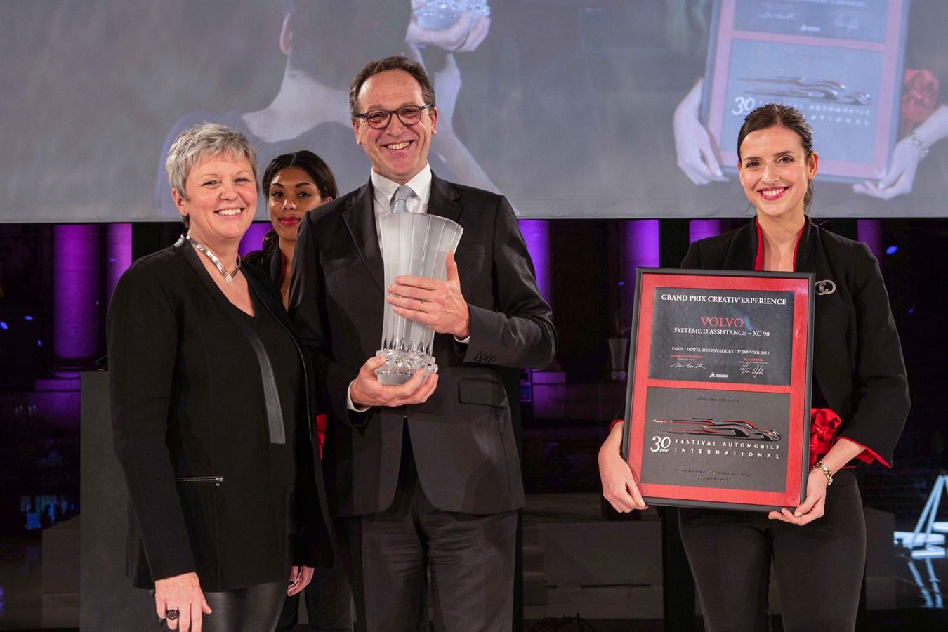 Yves Pasquier-Desvignes Président Volvo Car France Prix Creativ' Experience Festival Automobile 2015 pour le nouveau Volvo XC90.