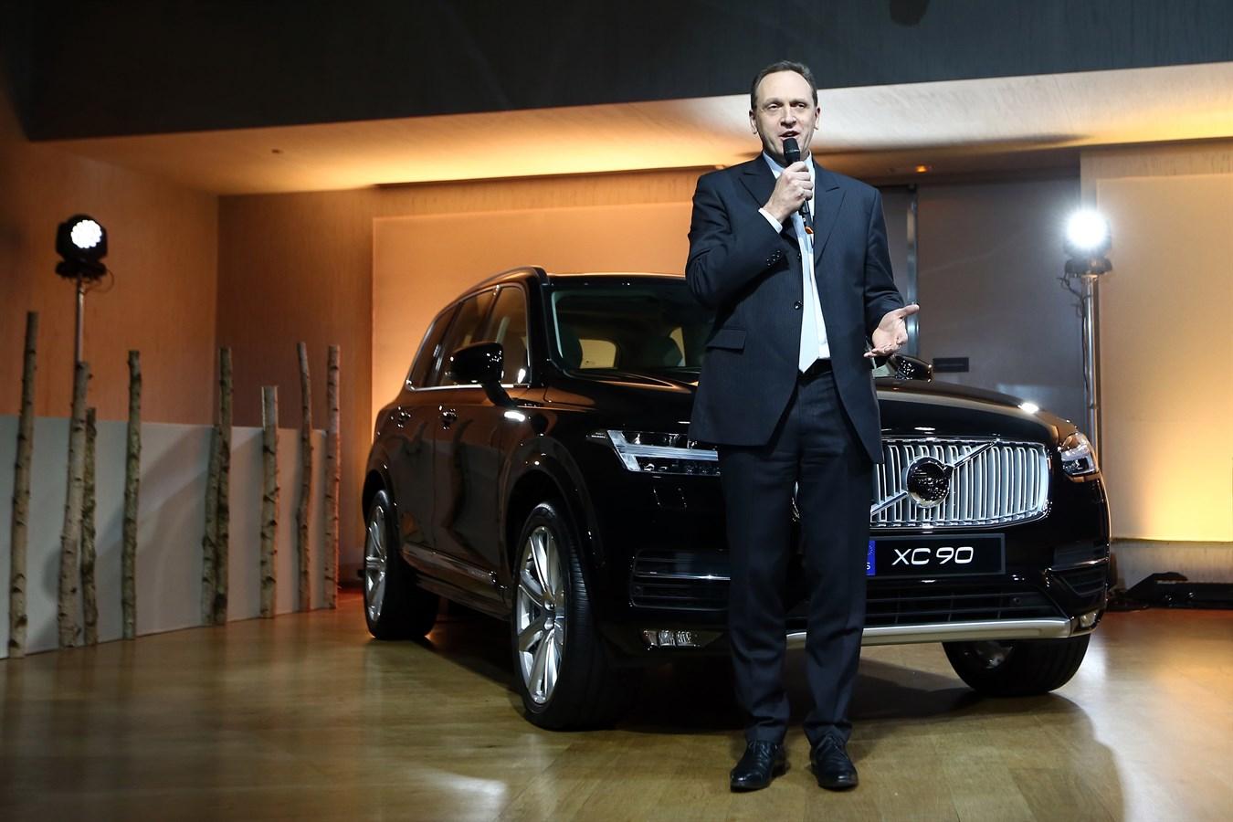 Le Volvo XC90 dévoilé par Yves Pasquier-Desvignes, Président de Volvo Car France, lors de la soirée