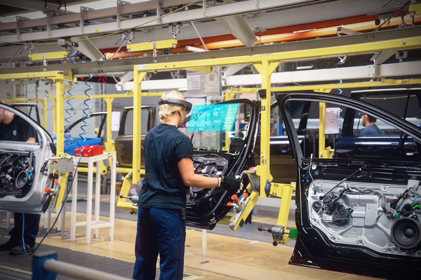 Volvo cars to develop next generation automotive technologies with microsoft volvo car group global media newsroom