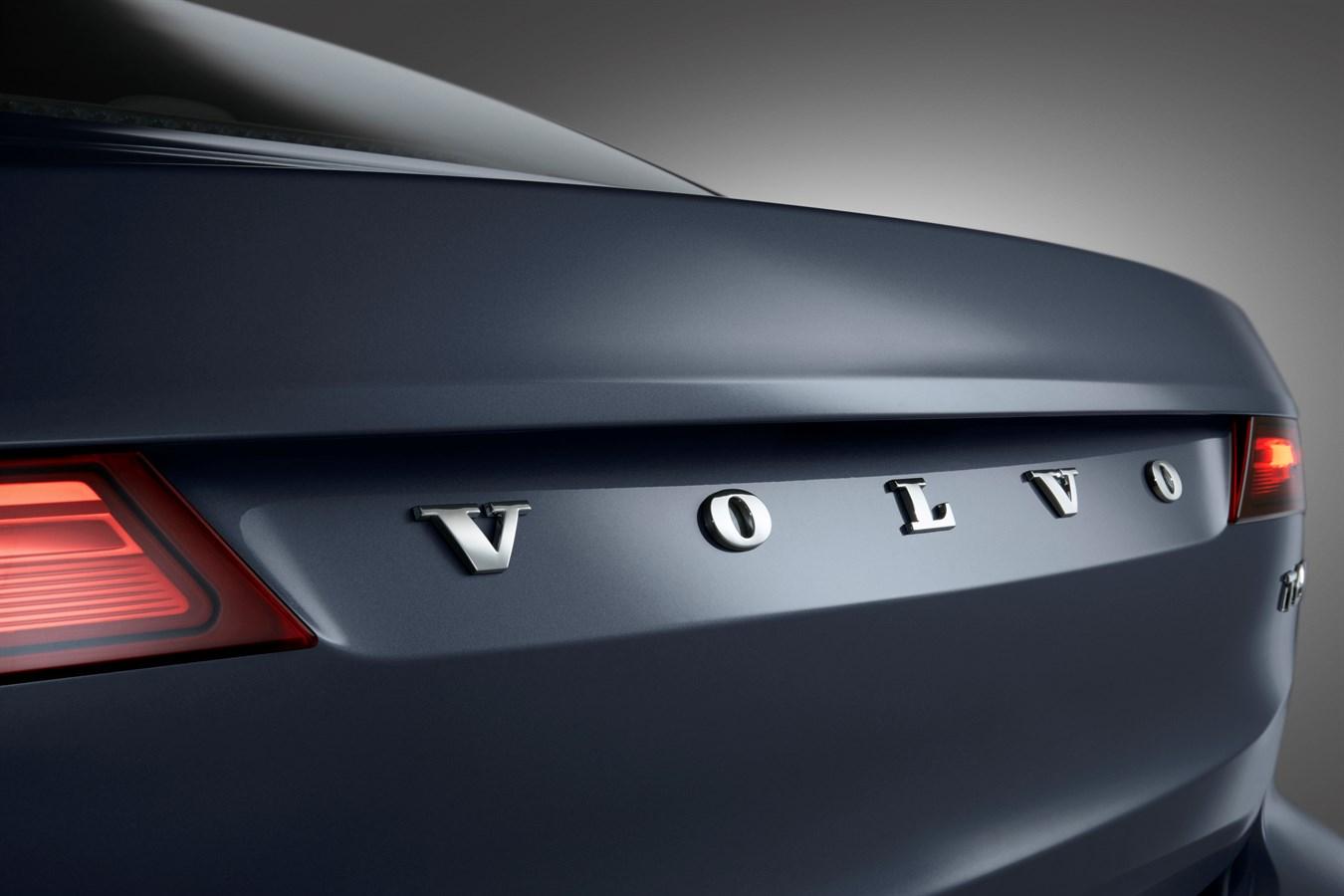 Rear Volvo Word mark Volvo S90 Mussel Blue