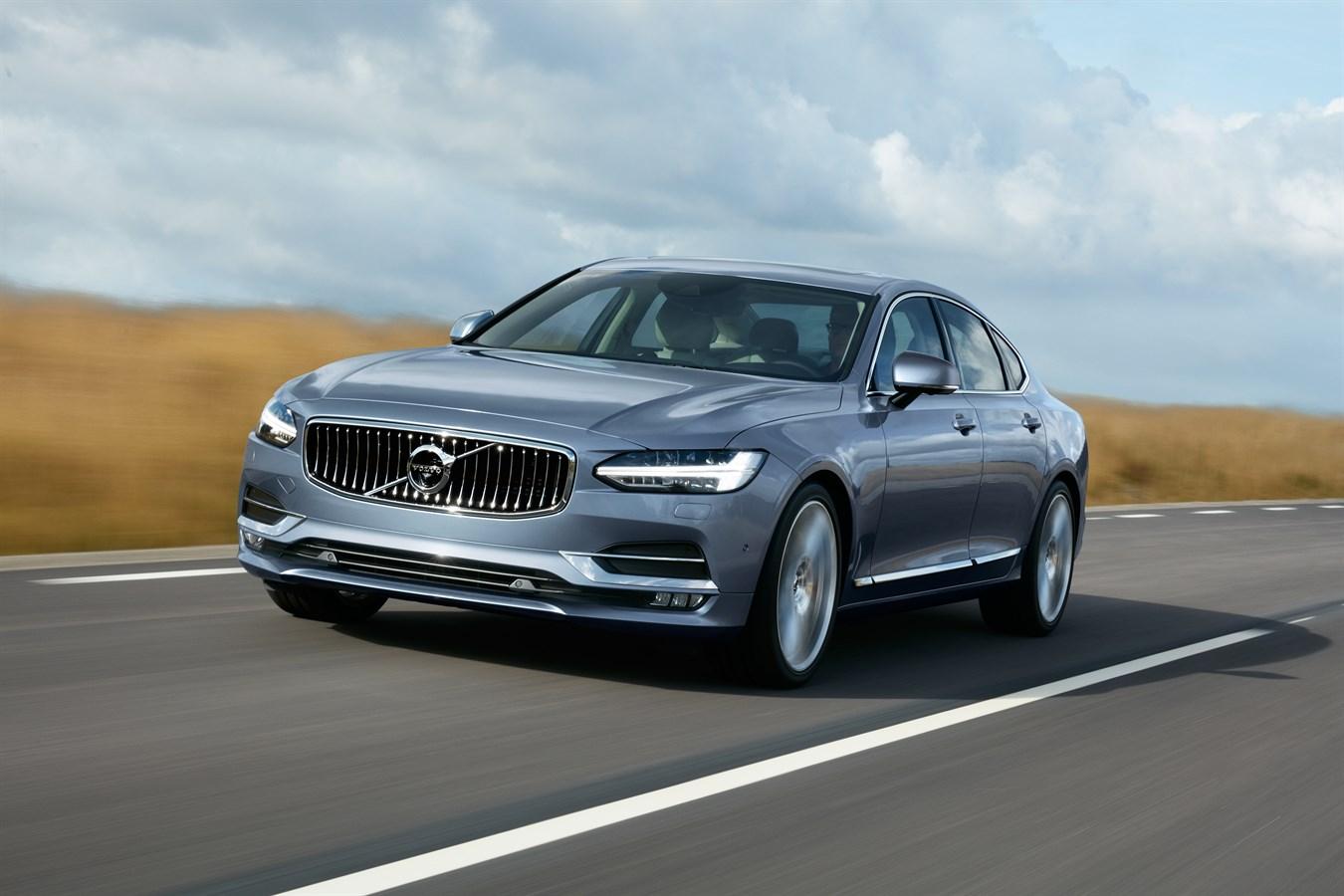 Location Front Quarter Volvo S90 Mussel Blue