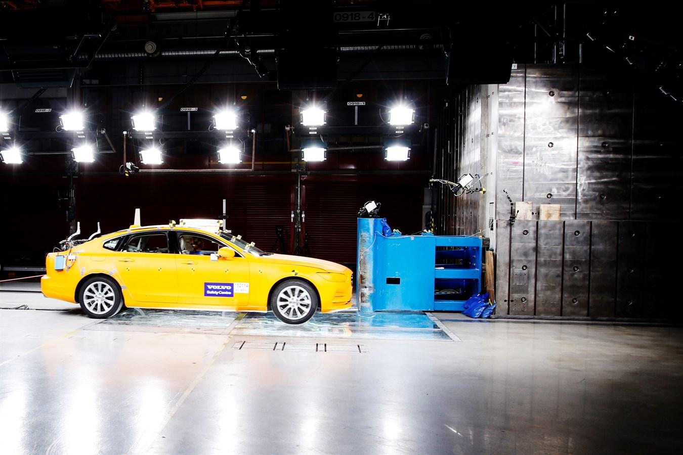 Volvo S90 Small Overlap Crash Test Volvo Cars Global Media Newsroom
