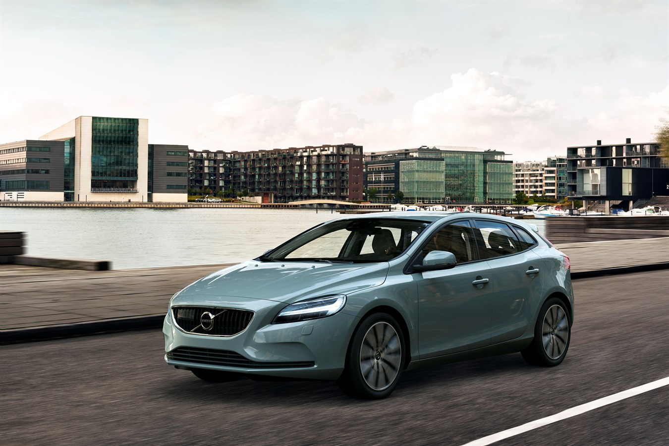 2018 volvo v40. exellent volvo volvo v40 t4 momentum location 34 front with 2018 volvo v40 m