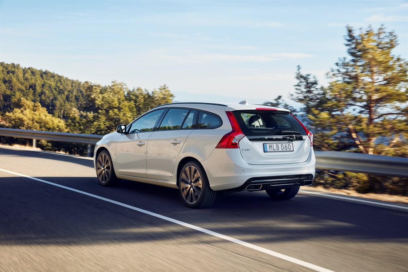 s60 et v60 dynamic edition de volvo cars le plaisir de la conduite avec une touche de design. Black Bedroom Furniture Sets. Home Design Ideas