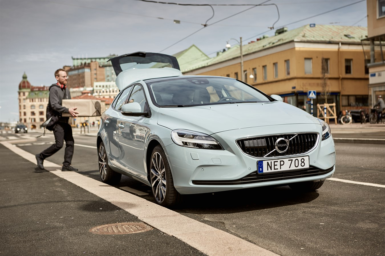 Volvo Cars Pioneers Two Hour In Car Delivery Service With Swedish