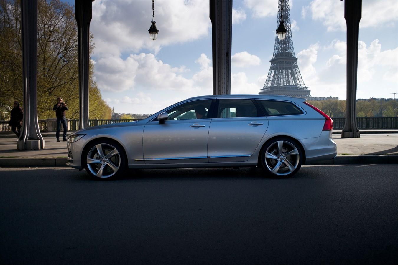 ZLATAN IBRAHIMOVIC PARTAGE LA VEDETTE AVEC LE NOUVEAU VOLVO V90 DANS LA NOUVELLE CAMPAGNE MARKETING DE VOLVO CARS