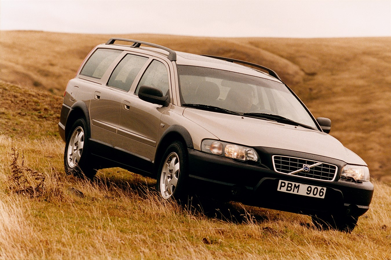 volvo cars travels down a familiar road with coming v90 cross country volvo car uk media newsroom. Black Bedroom Furniture Sets. Home Design Ideas
