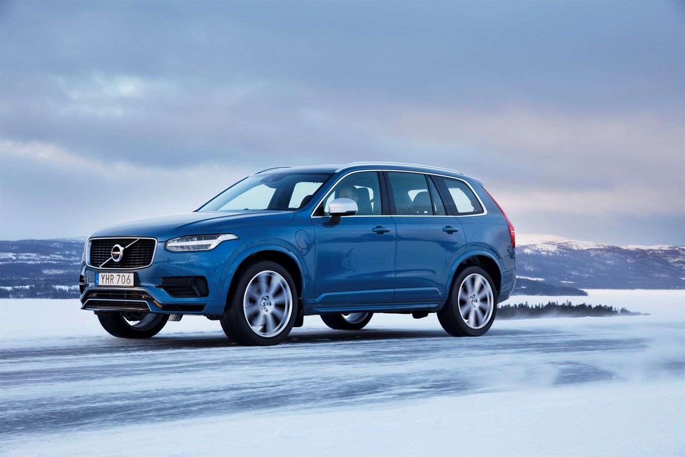 Volvo Xc90 Commercial >> Volvo XC90 T8 R-design - Volvo Cars Global Media Newsroom