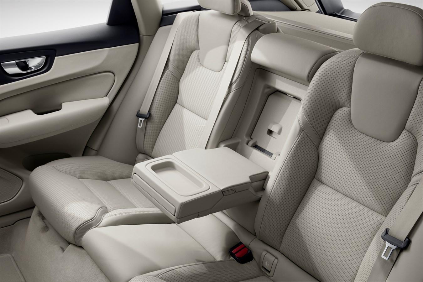https://www.media.volvocars.com/image/low/205051/1_1/5