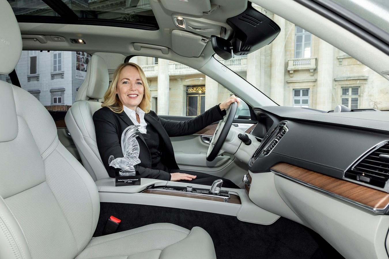 Tisha Johnson reçoit le Grand Prix du Design lors du Festival Automobile International pour son travail à la tête du département Design Intérieur de Volvo Car Group