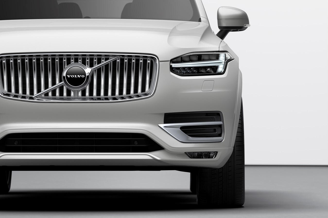 Volvo Xc90 Commercial >> The refreshed Volvo XC90 Inscription T8 Twin Engine in Birch Light Metallic - Volvo Cars Global ...