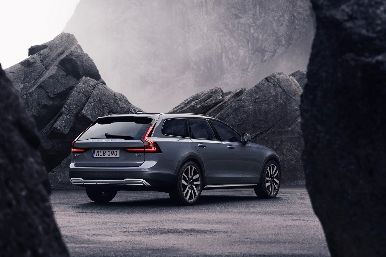 2021 Volvo V90 Specification Images
