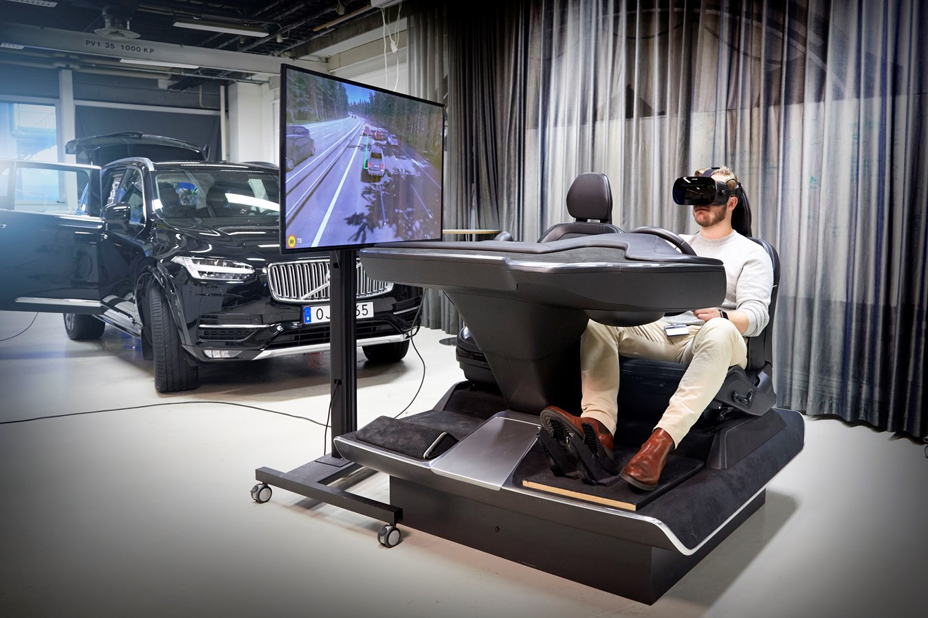 "Volvo Cars ""ultimate driving simulator"" uses latest gaming technology to develop safer cars"