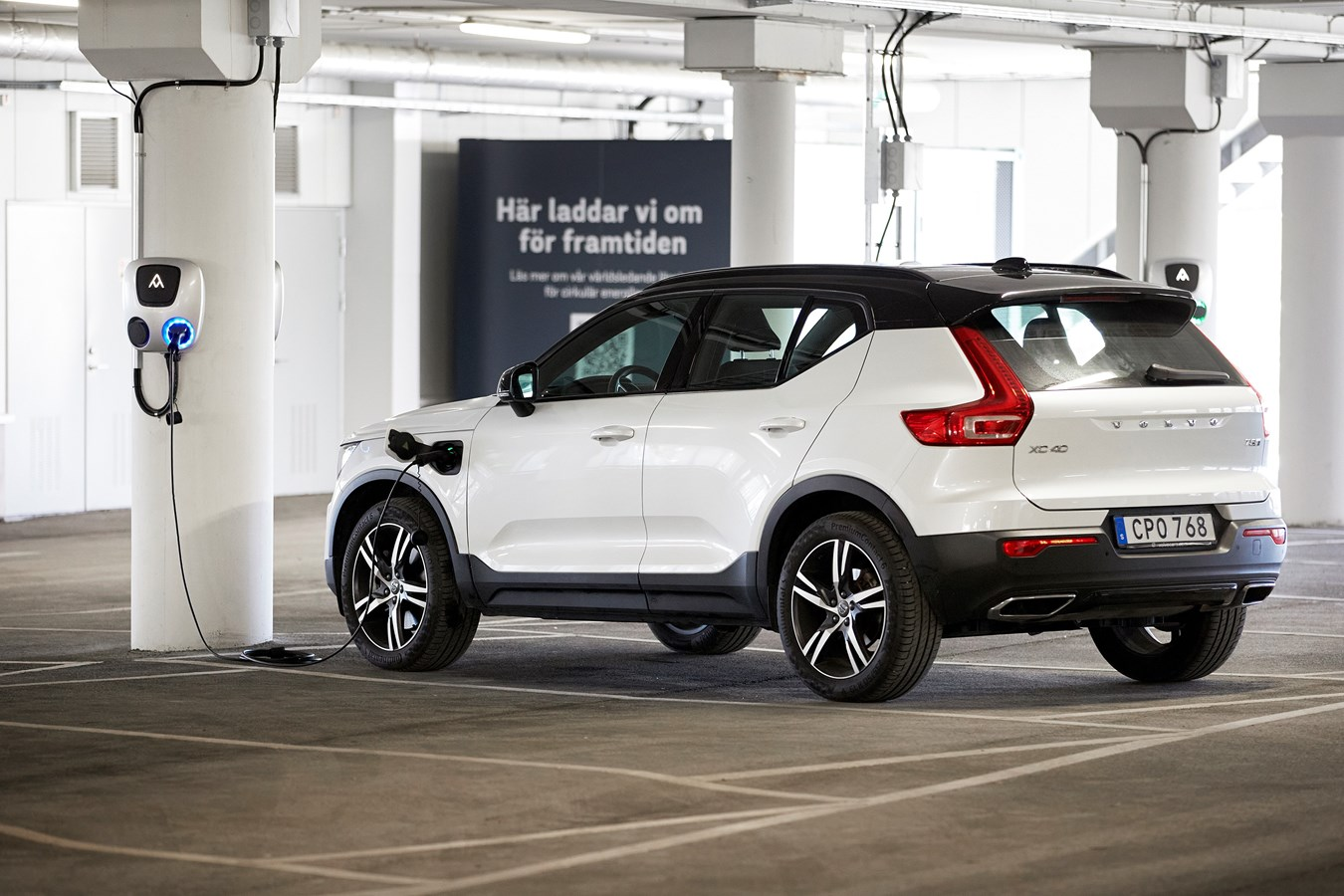 Volvo Cars and BatteryLoop use car batteries for a solar-powered energy storage system
