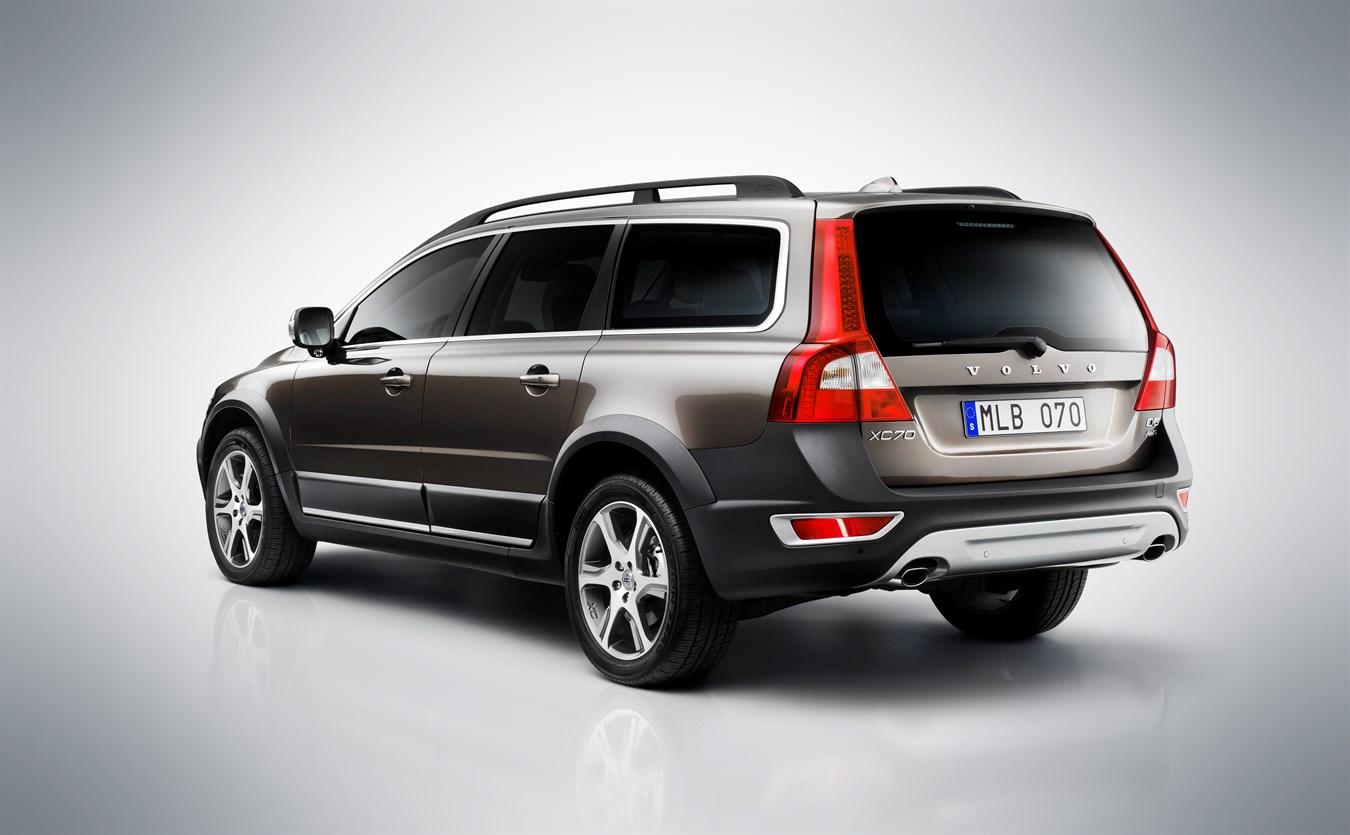 Upgraded volvo v70 xc70 and s80 get latest infotainment and safety technology plus even more efficient drivelines volvo car group global media newsroom