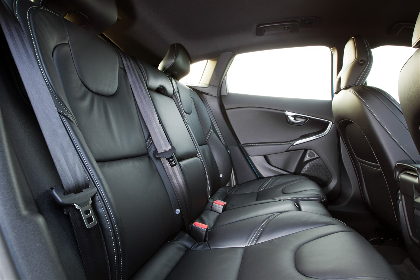 Interior rear seats image of the all new volvo v40 r for Interior volvo v40