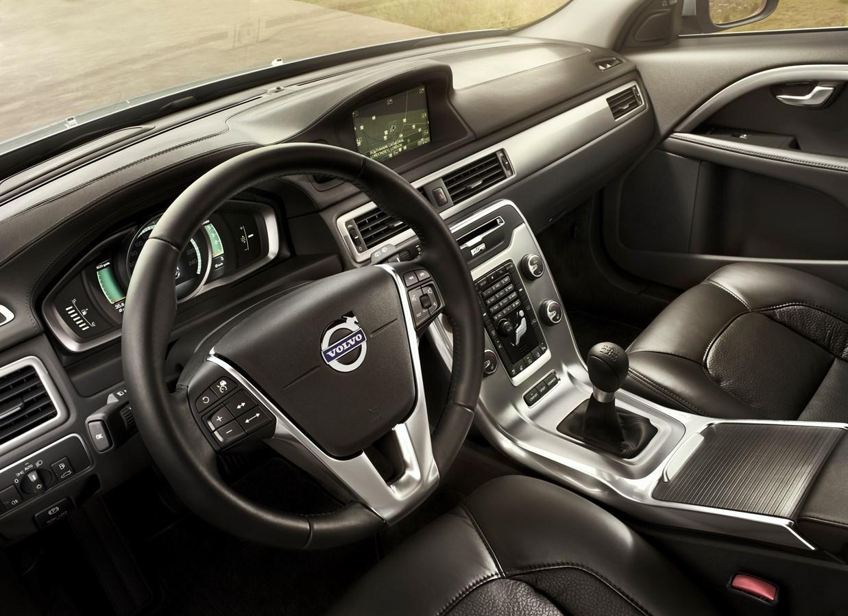 volvo v70 model year 2014 volvo car group global media newsroom rh media volvocars com 2010 Volvo XC60 2010 Volvo XC70 Interior