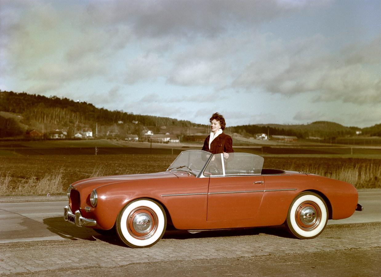 Prototipo Sport (P1900), 1954; il prototipo Volvo Sport con carrozzeria in fibra di vetro ebbe vita breve, in quanto pur avendo a tutti gli effetti l'aspetto di una vettura sportiva degli anni '50, i clienti non mostrarono interesse Ne vennero costruiti soltanto 67 esemplari, la maggior parte dei quali è giunta fino ad oggi.