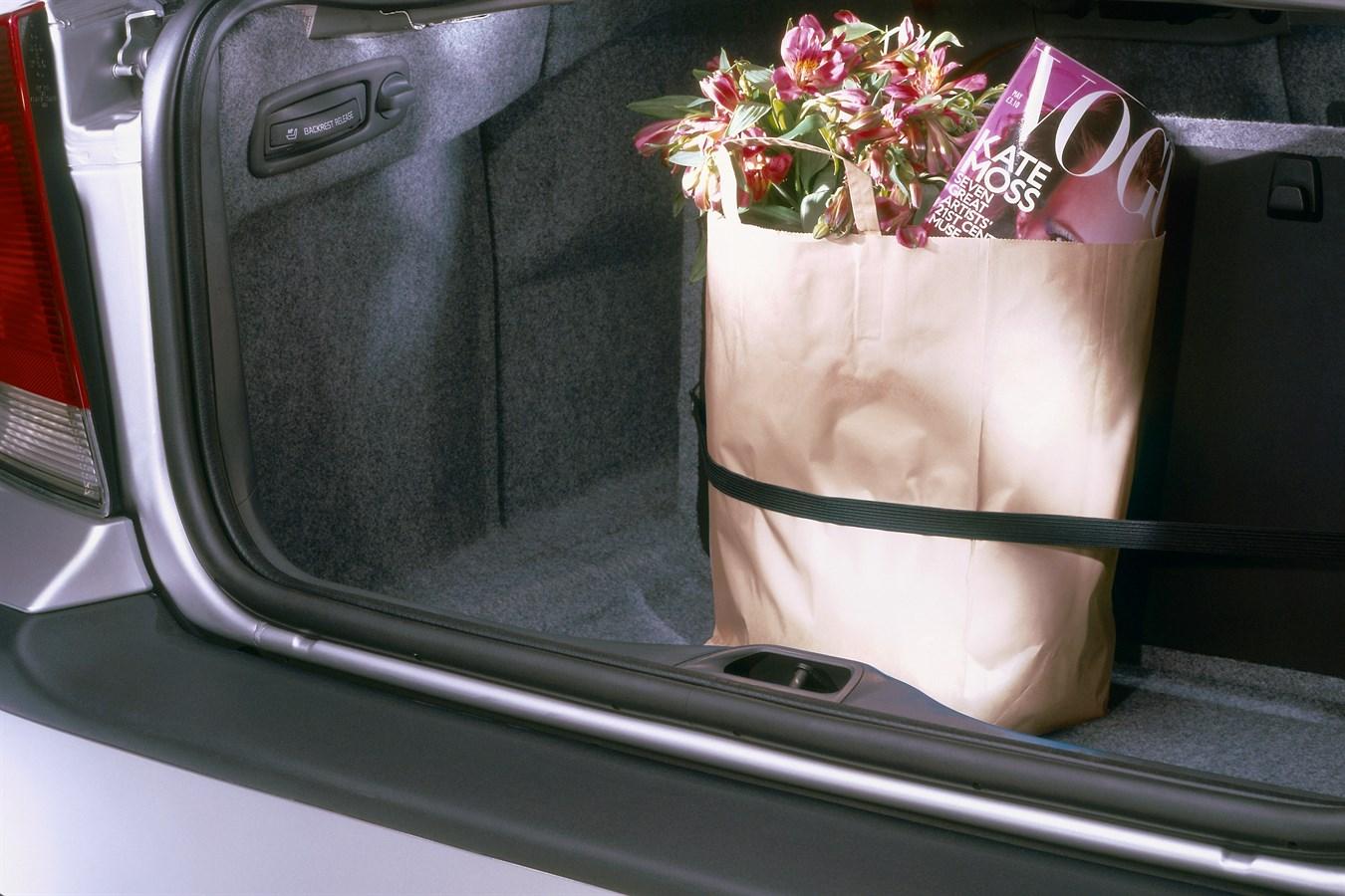 Volvo S60: Loading