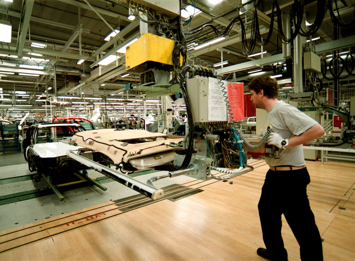 From mass-market cars to niche Sports Utility Vehicles - The Volvo Torslanda Plant turns 40 ...