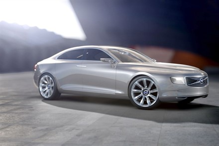 Volvo Concept Universe Newsreel with driving scenes and an interior look around  (0:54) (with sound)