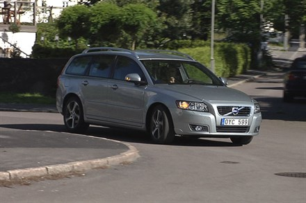 Volvo V50, model year 2012, driving footage (2:14)