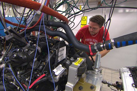 Volvo Car Corporation's world-class technology initiative: New downsized engine range – without compromising luxury or driving pleasure (2:38)