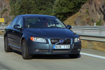 Volvo S80, model year 2013, driving footage (1:54)