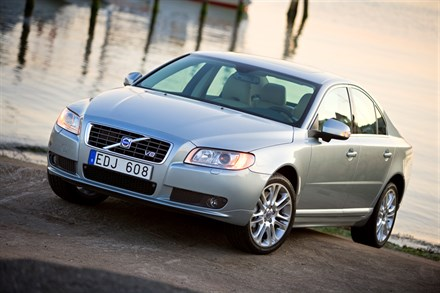 "Insurance Institute for Highway Safety Acknowledges Volvo S80 as ""Top Safety Pick"""