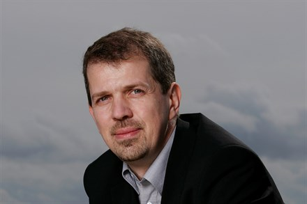 Volvo Cars presents City Safety - a unique system for avoiding collisions at low speeds