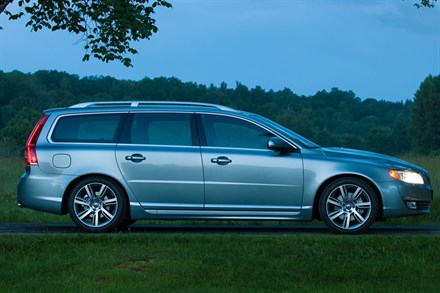 Volvo V70, model year 2014, driving footage