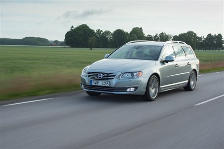 Volvo V70, model year 2015, running footage
