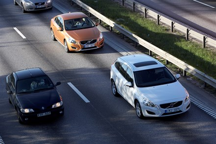 Volvo Car Group initiates a world unique Swedish pilot project with self-driving cars on public roads