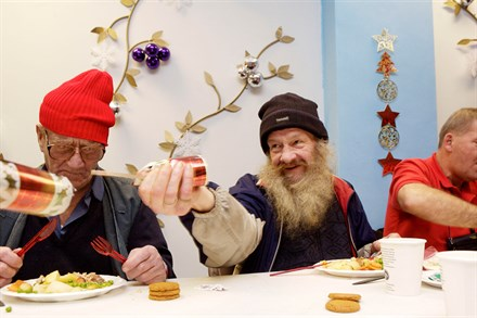VOLVO HELPS CHARITY TO BRING PEOPLE TOGETHER FOR CHRISTMAS