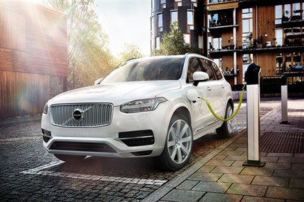 Volvo Car introduces Twin Engine technology in world's first luxury plug-in SUV