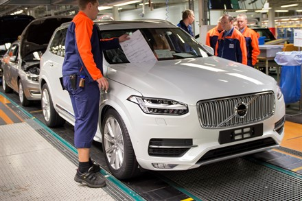 Volvo Cars' Torslanda plant starts up a third production shift with nearly 1,500 new employees