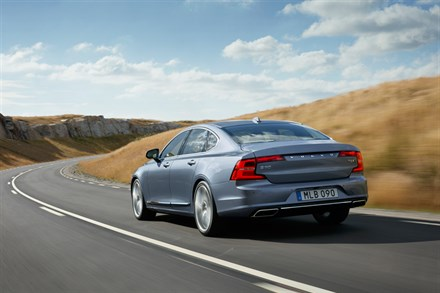 Volvo Cars forecasts record sales for 2016