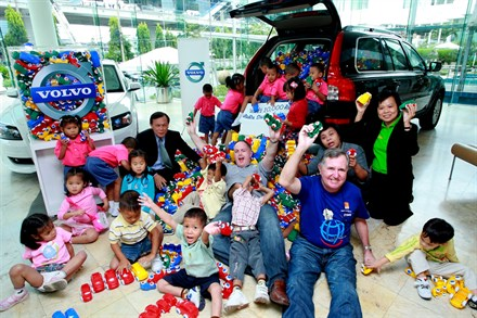 Volvo Car Thailand gives away 10,000 Volvo toy cars