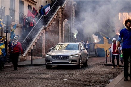 Volvo Car's new V90 campaign features footballing legend Zlatan Ibrahimović - full film