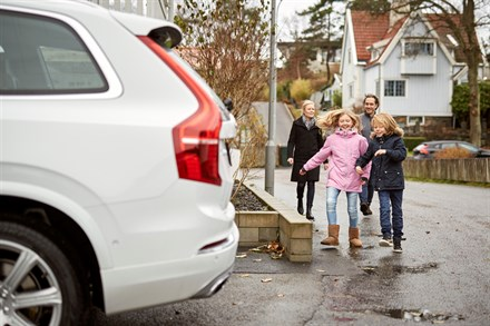 Swedish families help Volvo Cars develop autonomous drive cars - B-roll, Simonovski family