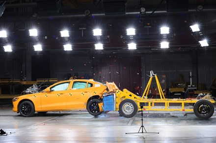 New Volvo S60 crash test