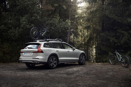 Volvo Car UK announces price and specifications of new V60 Cross Country