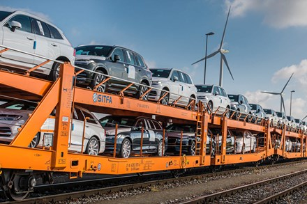 Trucks-to-trains swap significantly cuts emissions in Volvo Cars logistics network