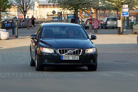Volvo V70 model year 2011, driving footage - Video Still
