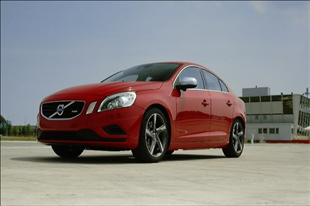 Volvo S60 R-Design Newsreel – With Music (0:39)