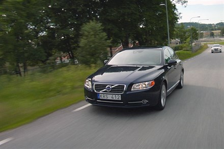 Volvo S80, model year 2012, driving footage - Video still
